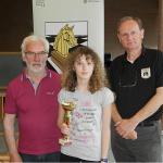 Emanuela Petrini premiata da Marco Ubezio. Il sorriso lo ha risparmiato per le prossime vittorie